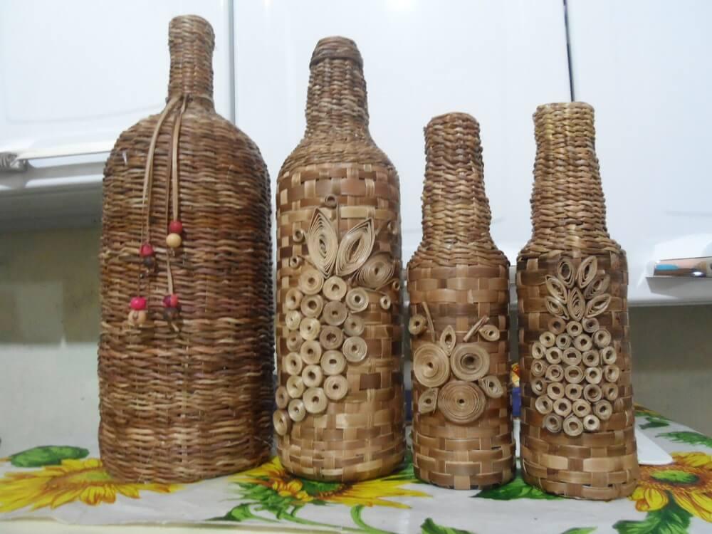 Garrafas decoradas com palha