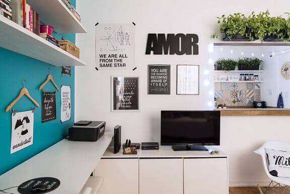 Home-office-com-parede-azul-turquesa-Projeto-de-Ana-Carolina-Campos-Franca
