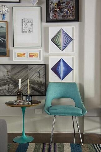 Mesa-com-pé-azul-turquesa-e-cadeira-da-mesma-cor-Projeto-de-AMC-Arquitetura-1