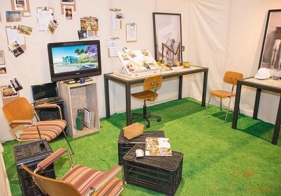 Mesa de centro de caixote de feira de plástico Projeto de Marcos Gouvea Arquitetura