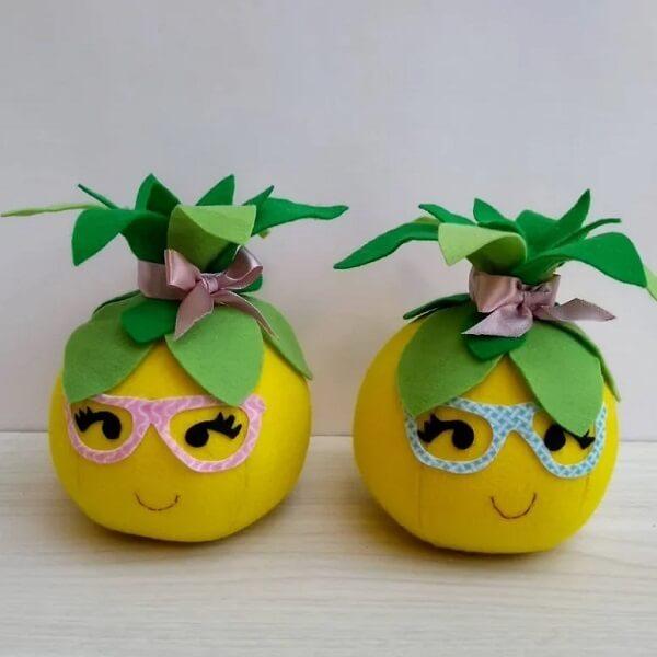 Peso de porta com design de frutas é puro estilo. Fonte: Mimos da Taty