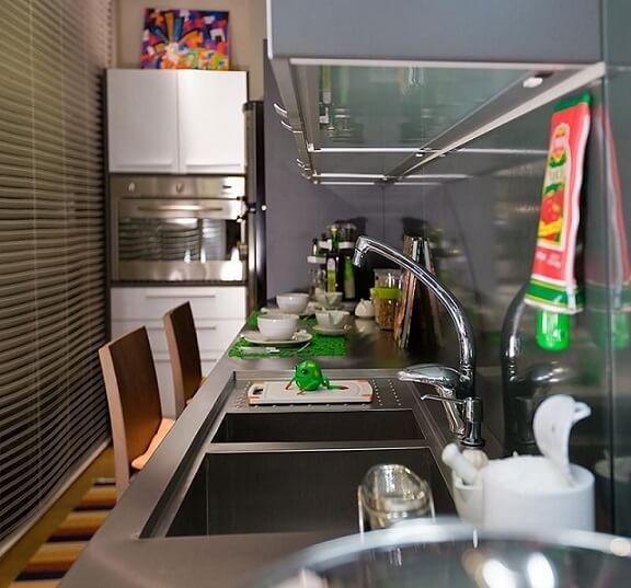 Pia de cozinha de inox Projeto de Idalia Daudt