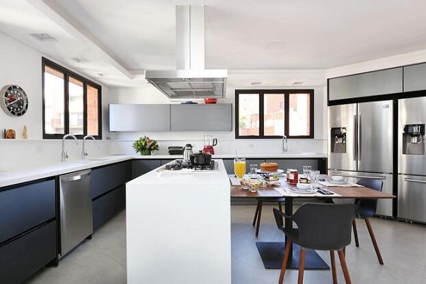 Pia de cozinha dupla em ambiente gourmet espaçoso Projeto de Start Arquitetura