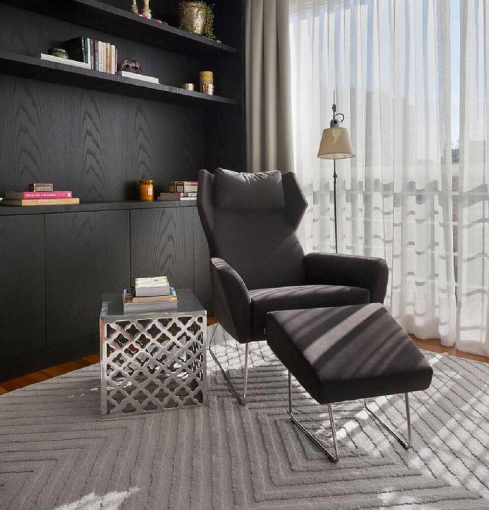 Poltrona decorativa para sala com encosto alto