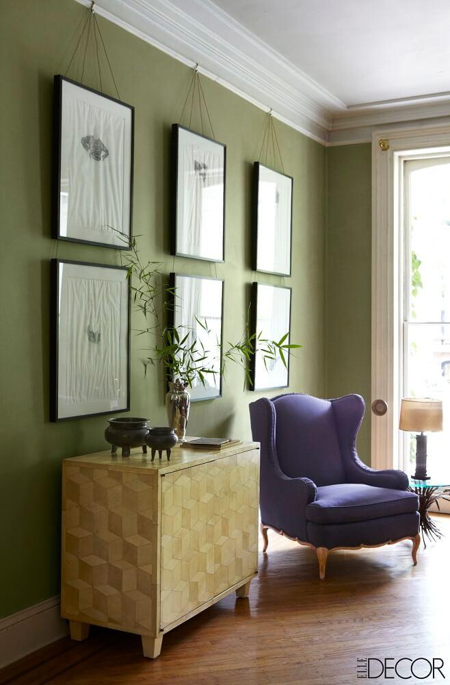 Poltrona para sala com base de madeira