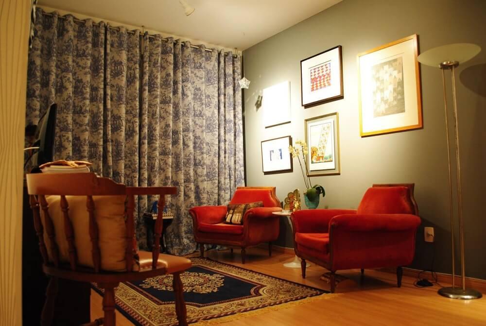 Poltronas decorativas para sala em tons escuros
