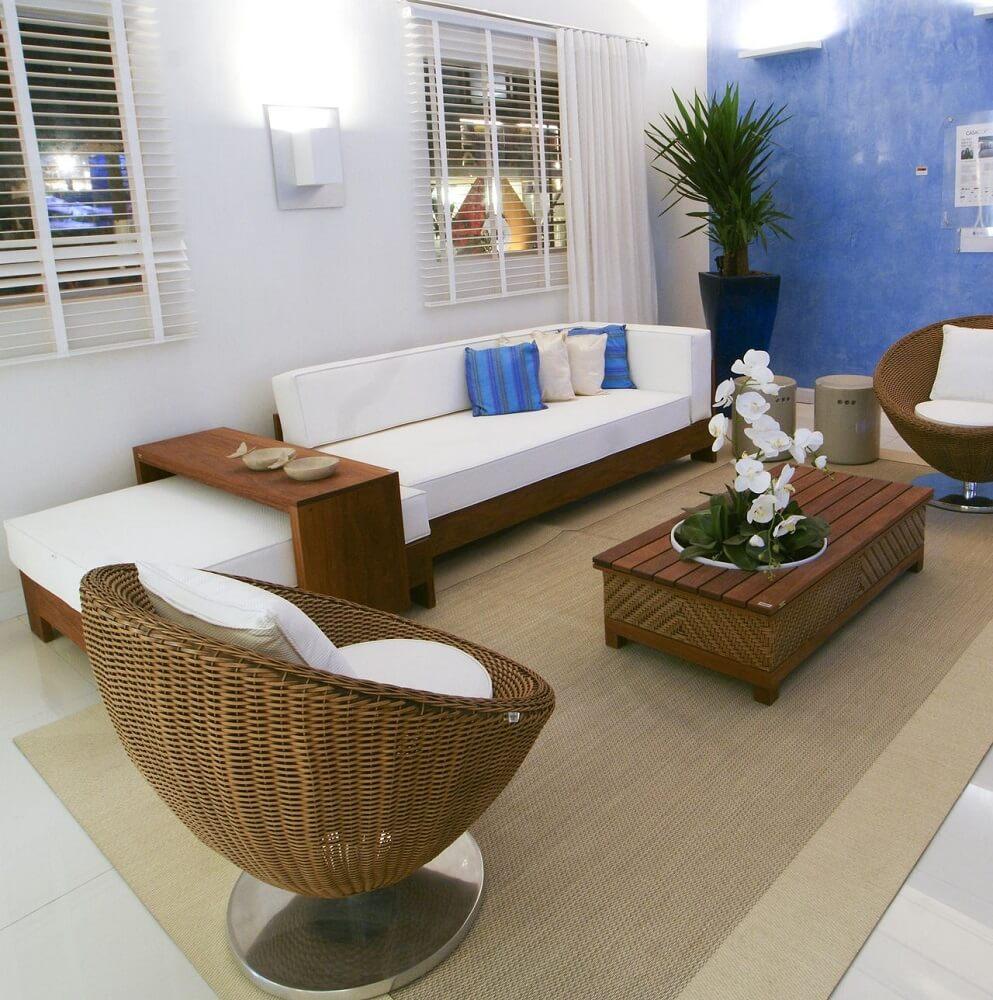 Poltronas de vime com a assento branco para sala de estar