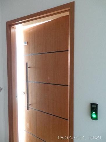 Porta com uso de biometria automação residencial Projeto de One Touch