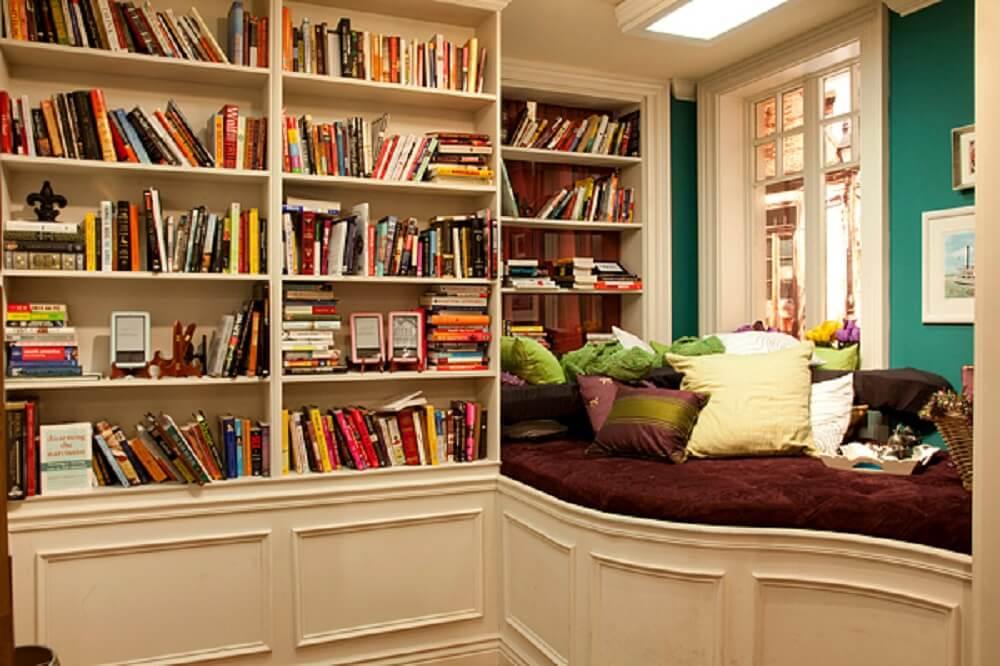 Prateleira de livros para quarto