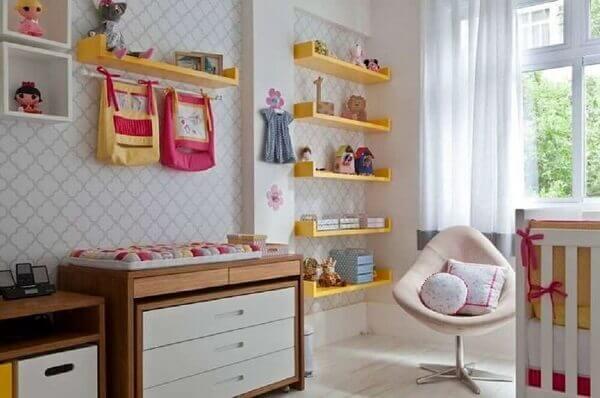 Prateleiras para quarto amarelo