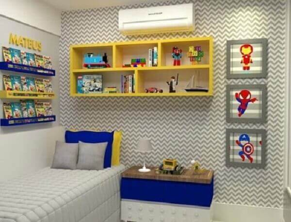 Prateleiras para quarto infantil na cor amarelo