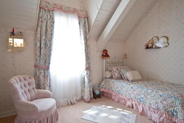 Projetos de casas de campo com quarto em estilo romântico Projeto de Carolina Danieli