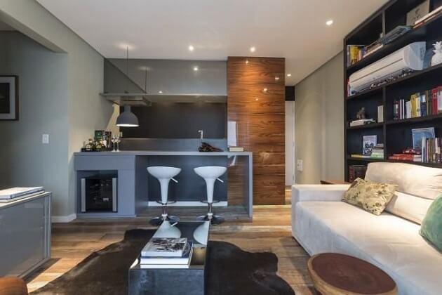 Projetos de casas pequenas com cozinha americana e banqueta embaixo da bancada Projeto de Mauricio Karam