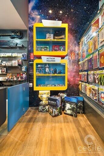 Quarto de gamer com espaço separado para toys e action figures Projeto de Cecile Arquitetura Design