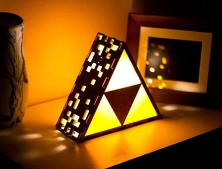 Quarto gamer com luminária de triforce