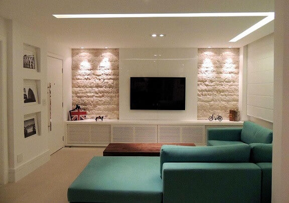 Sala-de-estar-com-sofá-azul-turquesa-Projeto-de-Ana-Paula