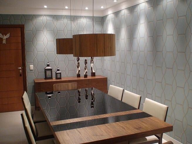 Sala de jantar com papel de parede para sala azul Projeto de Giovani Chist
