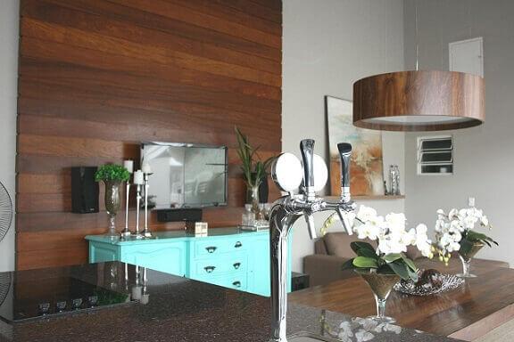 Varanda-gourmet-com-aparador-reformado-azul-turquesa-Projeto-de-Mariana-Campos