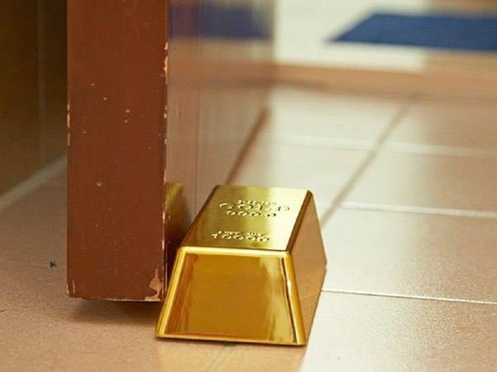 Peso de porta em barra de ouro