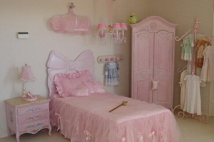 cama com laço para quarto de princesa