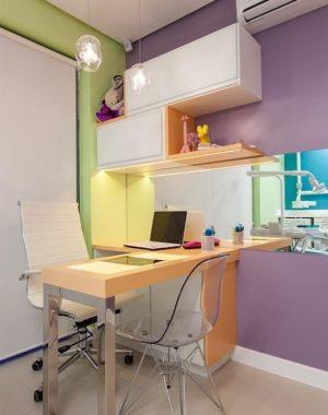 consultorio-com-mesa-de-ferro-e-cadeira-branca-julianapippi-69427-p