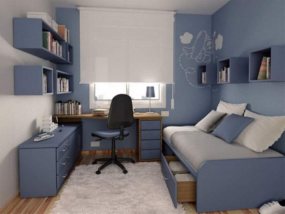 decoração quarto com prateleira azul