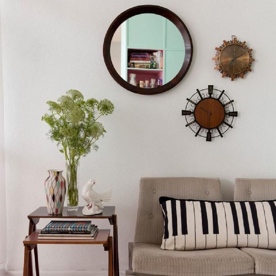 Decoração simples com espelho