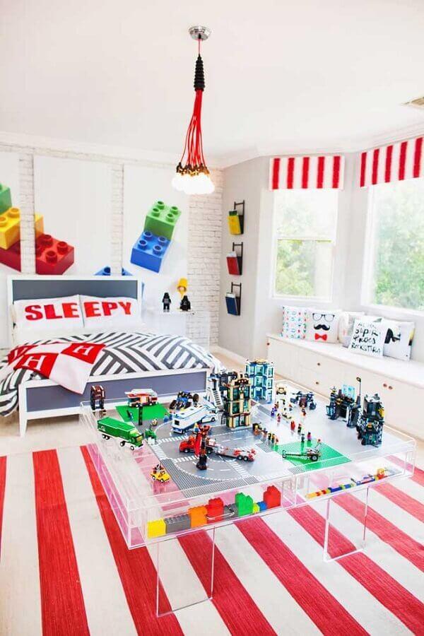 decoração de quarto gamer com tapete listrado Foto Pinterest