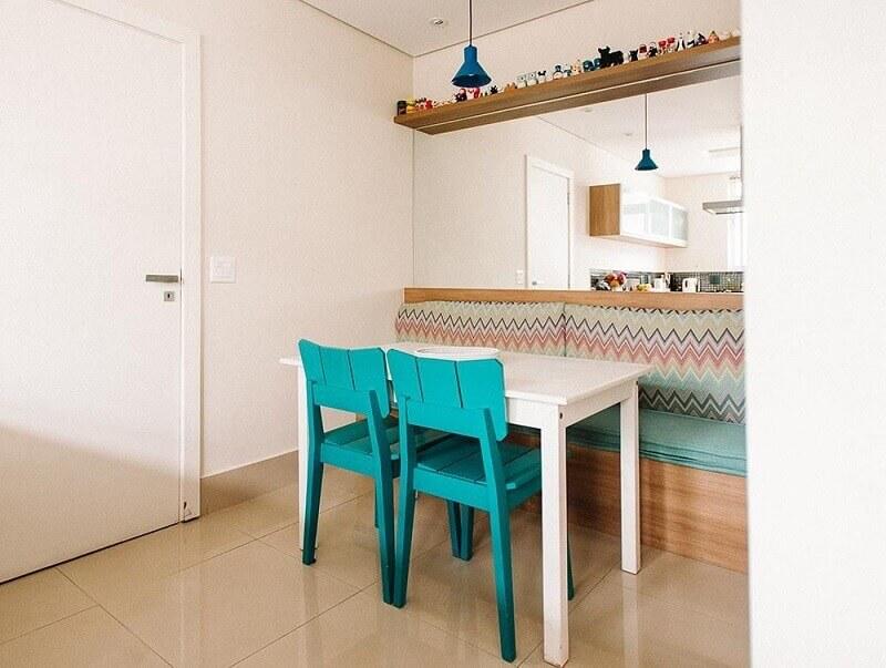 Decoração com móveis coloridos sala de jantar