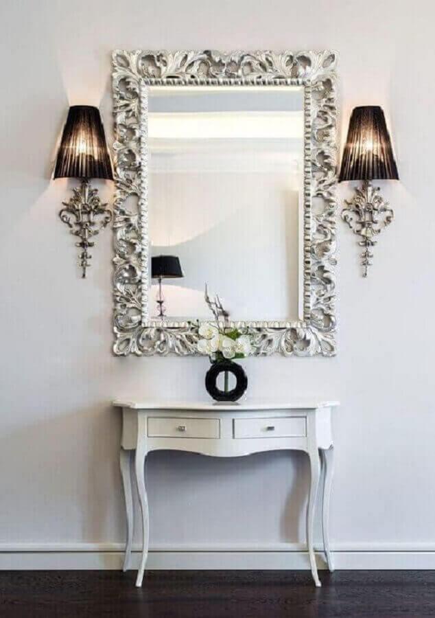 espelho decorativo com moldura antiga Foto iStock