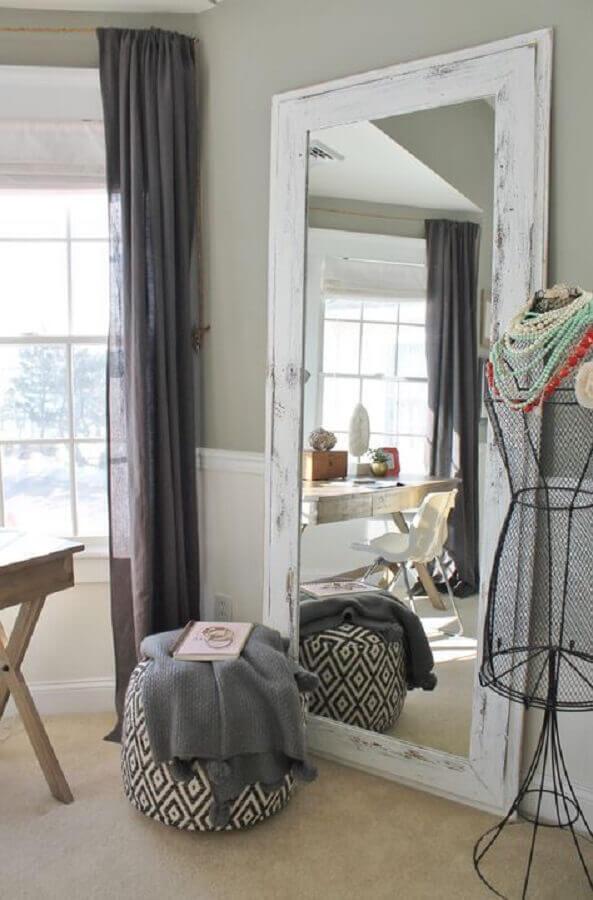 espelho decorativo com moldura branca rústica Foto Archidea