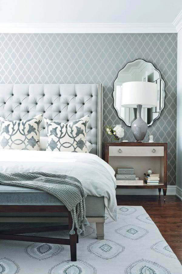 espelho para quarto de casal cinza com cabeceira capitonê Foto House Interior Designs