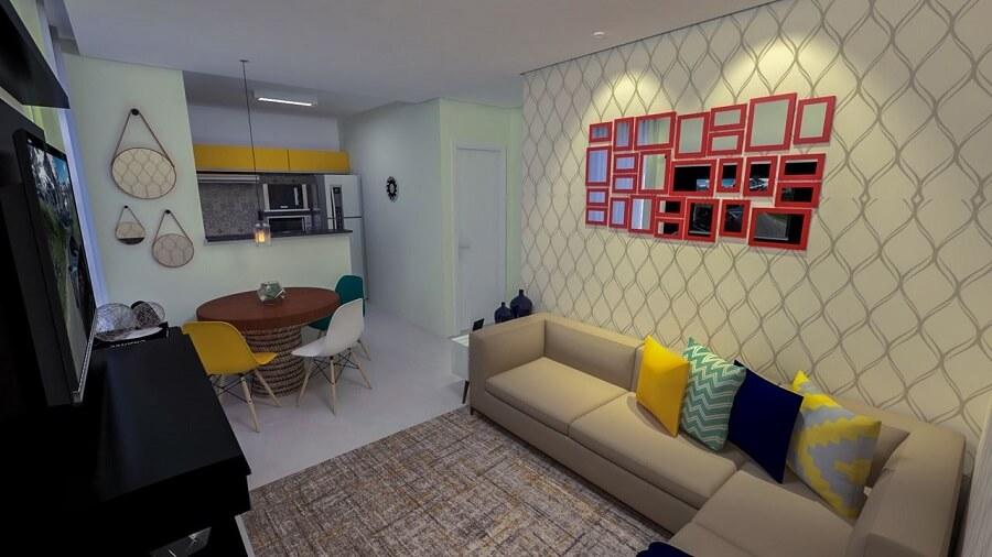 Sala decorada com espelhos vermelhos