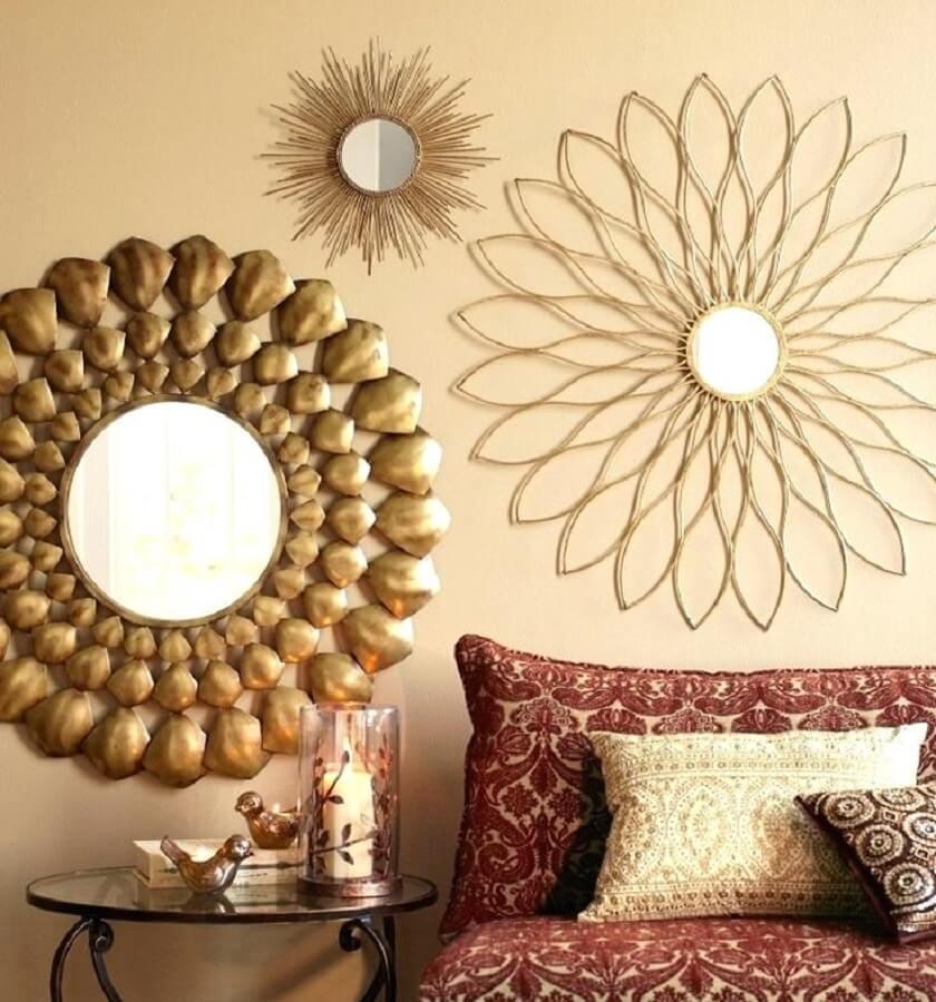 espelhos com várias molduras diferentes