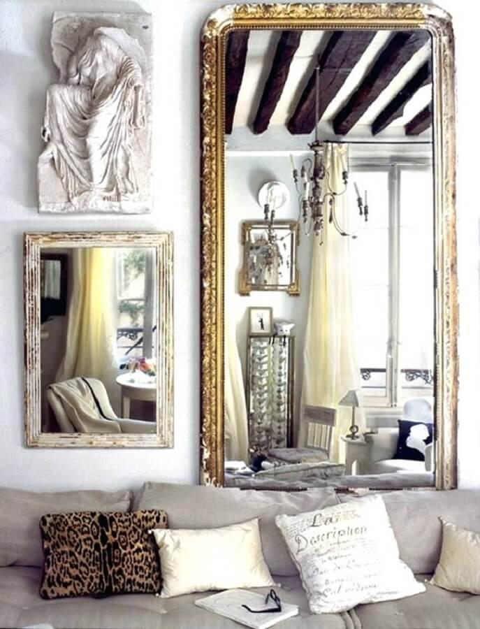 espelhos decorativos com molduras diferentes