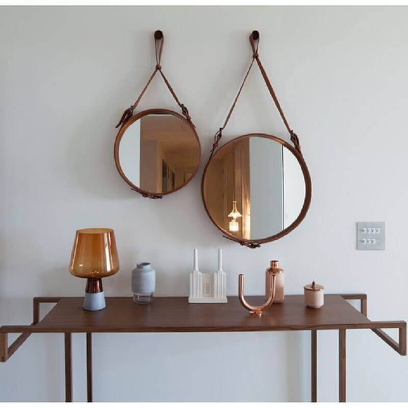 espelhos decorativos redondos com alça de couro Foto Archilovers