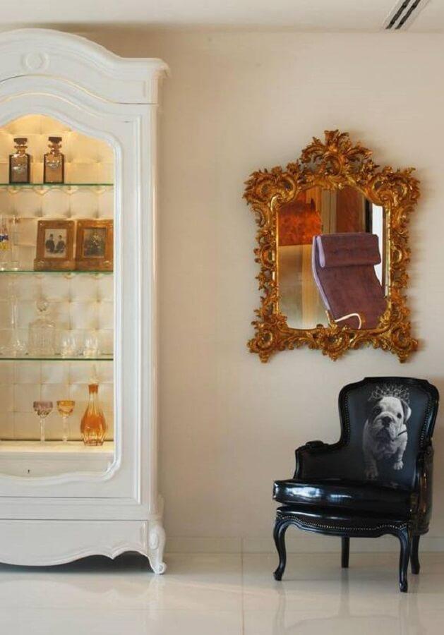 Espelho decorativo com moldura diferente