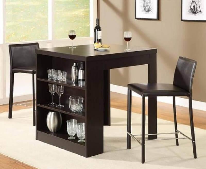 mesa para sala de jantar pequena com nichos