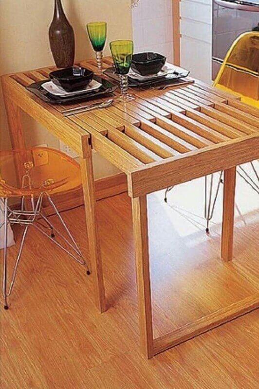 22. É possível encontrar vários modelos de mesa para sala de jantar pequena