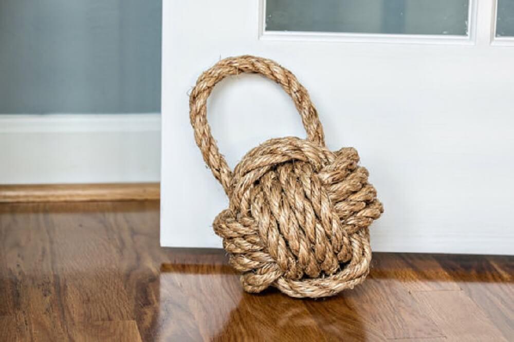 peso de porta feito de corda