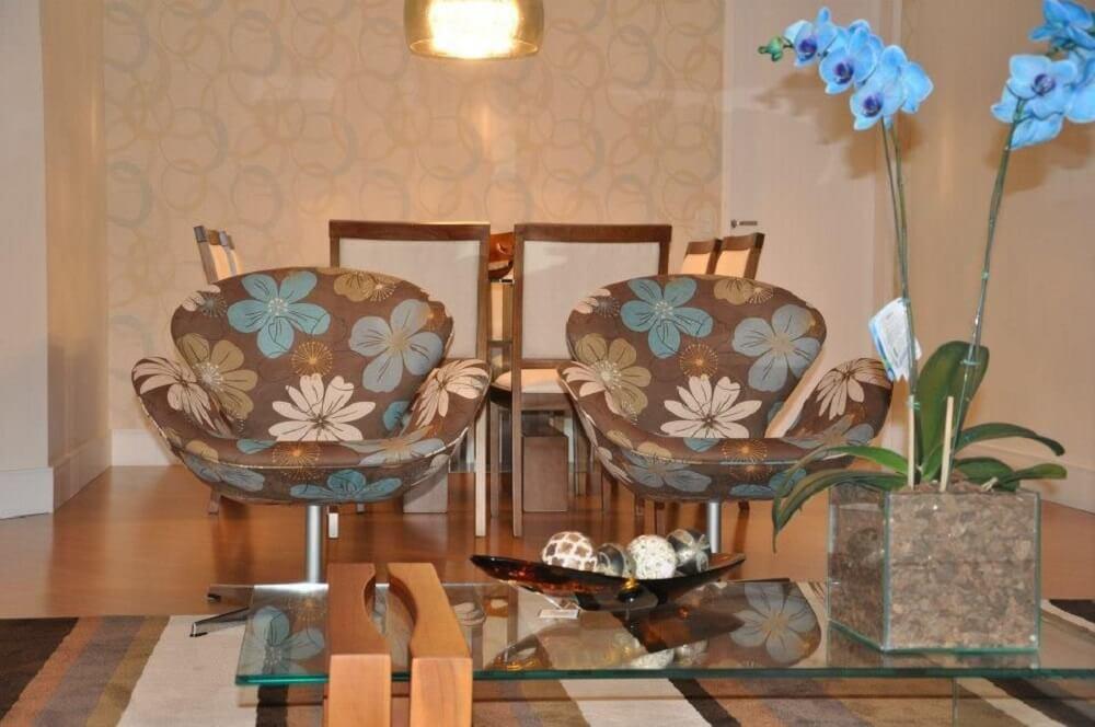 poltronas decorativas para sala com estampas de flores