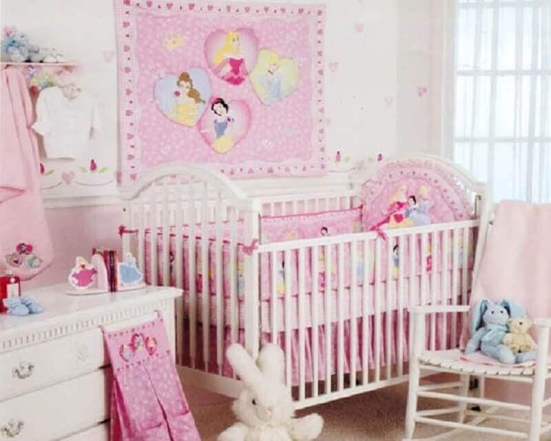 quarto de bebê com temática das princesas