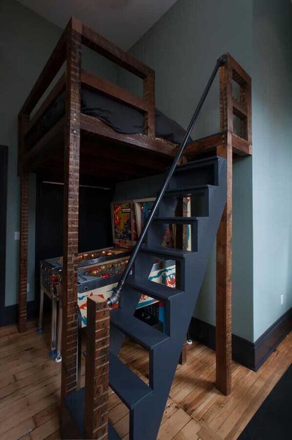 quarto gamer simples com cama suspensa e fliperama embaixo Foto Casa&Diseño