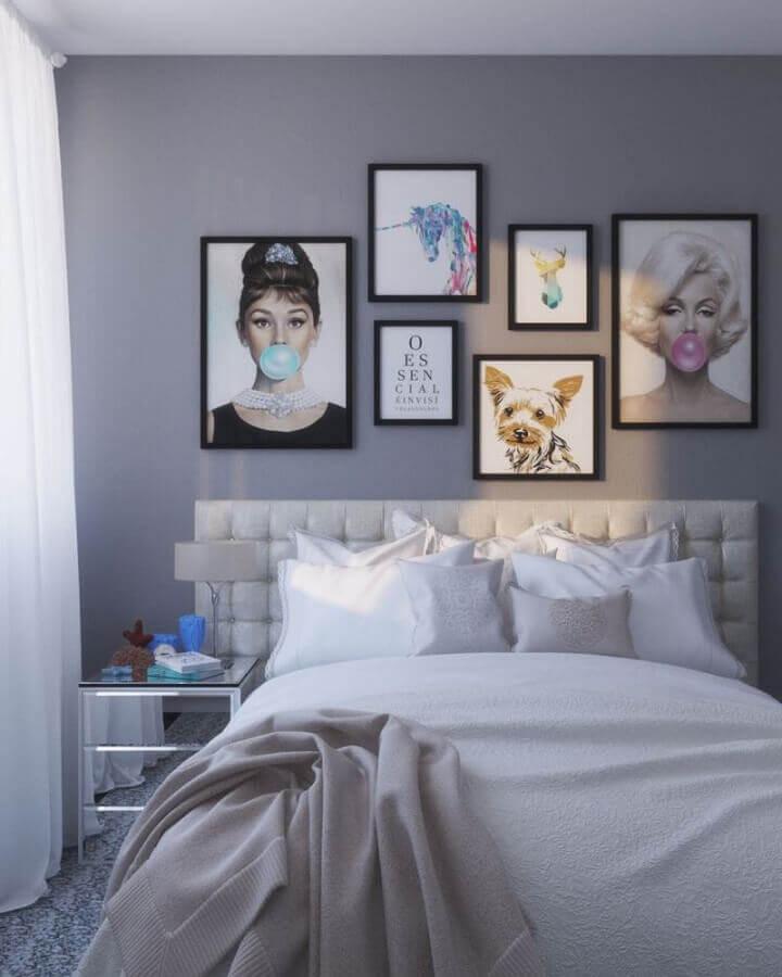 quarto tumblr cinza decorado com quadros divertidos Foto A Gente Curte