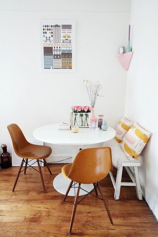 sala de jantar pequena e clean