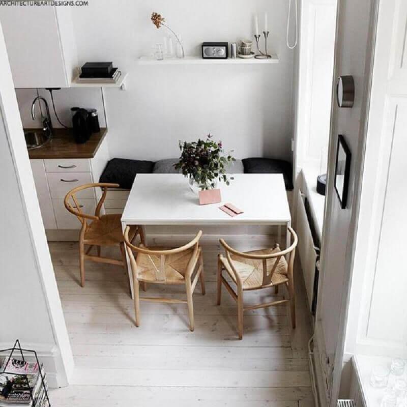 sala de jantar clean e bem iluminada