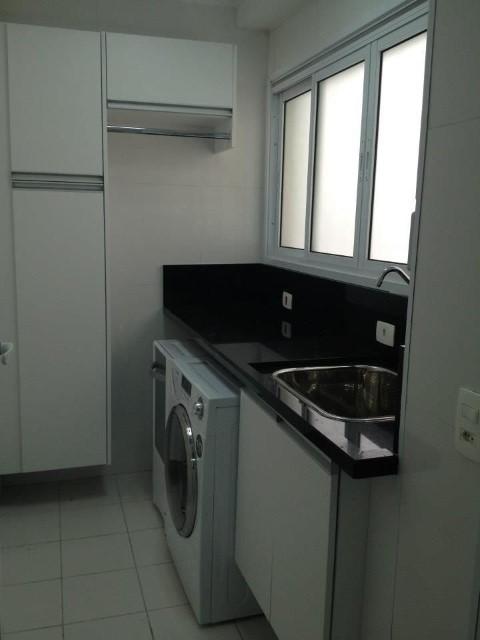 Área de serviço com armários Projeto de Serra Vaz Arquitetura