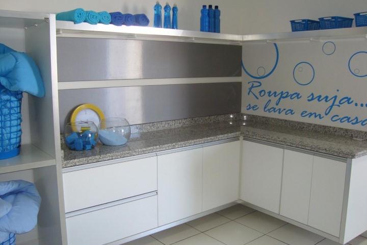 Área de serviço com papel de parede Projeto de Karol Suguikawa