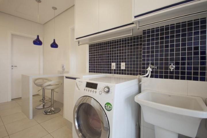 Área de serviço integrada à cozinha Projeto de Sartori Design
