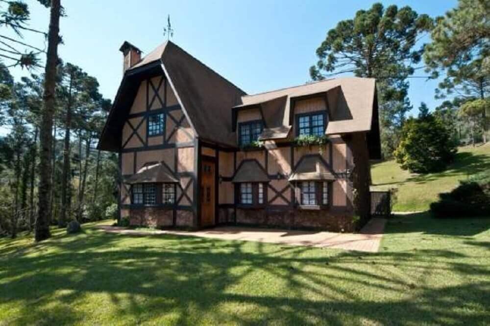 Fachada de casa de fazenda rústica